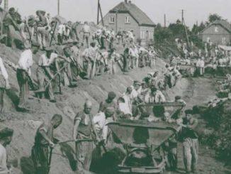 Foto do livro do Museu do Holocausto