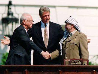 bill-clinton-yitzhak-rabin-e-yasser-arafat-na-casa-branca