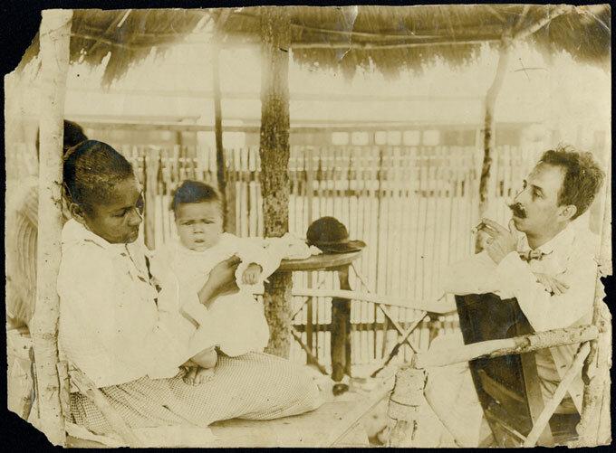 Chagas examina a menina Rita, em Lassance, MG, 1908