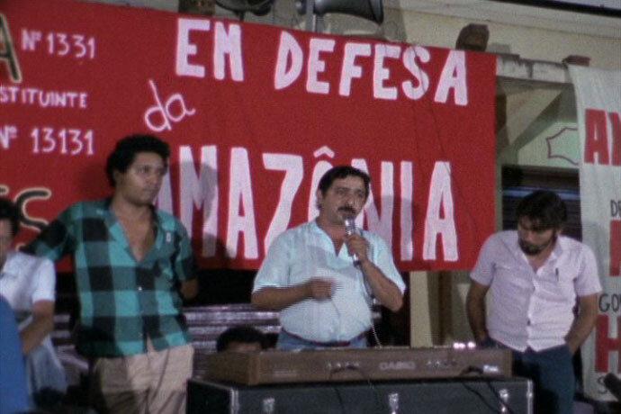 Chico Mendes defende a floresta amazônica, em Tucuruí, em documentário de Cowel. Fonte: Base Search COC Fiocruz.