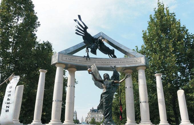 Monumento às vítimas da ocupação do território húngaro pelas tropas alemãs. Foto de Ágnes Erőss