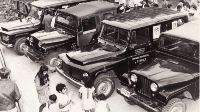 Veículos a serviço da campanha de vacinação – Garanhuns (PE) – 1971 – Acervo DAD/COC