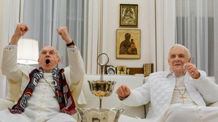 Cena em que o cardeal e o papa assistem juntos a final da Copa do Mundo no Brasil, entre Alemanha e Argentina. Foto: divulgação.