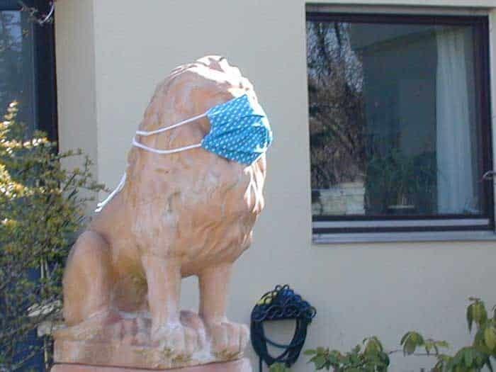 Leão da Baviera com máscara. Foto: Neuromancer96.