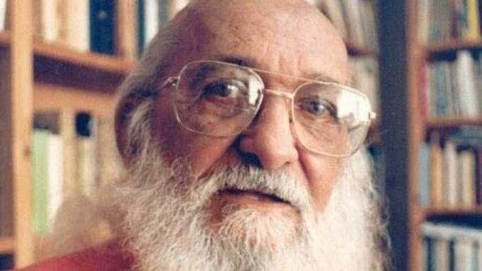 Paulo Freire e sua alfabetização inovadora.