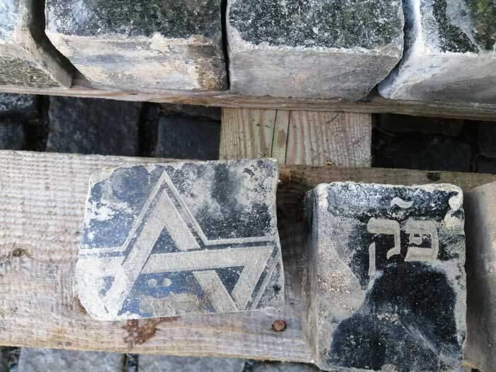 Lápides judaicas se transformaram paralelepípedos em Praga