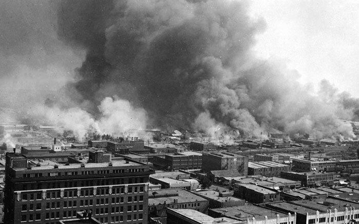 Tulsa em Chamas, 1921. Foto: Biblioteca Nacional dos Estados Unidos.