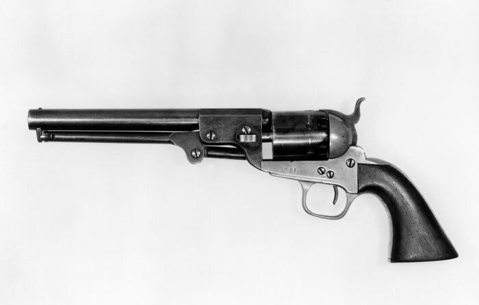 """Revólver """"Colt Navy"""", modelo confederado, nº de série 2651. Em 1835 e 1836, o inventor e industrial americano Samuel Colt (1814-1862) patenteou um tipo revolucionário de pistola multishot que ainda é usada hoje. Esses modelos confederados são muito procurados por colecionadores da Guerra Civil. Fonte: The Met."""